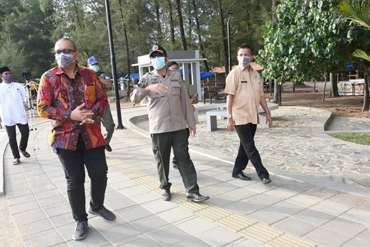 Pasca Ditutup, Wawako Hendri Tinjau Objek Wisata Pantai Air Manis