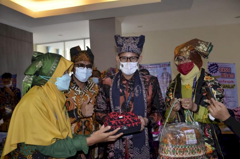 Menparekraf RI Dukung Pengembangan Pelaku Ekraf di Padang