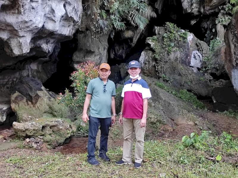 Plt. Kadis Pariwisata Kota Padang (Drs. Arfian) dan  Anggota DPRD Prov. Sumbar (Evi Yandri)  Tinjau Goa Kelelawar